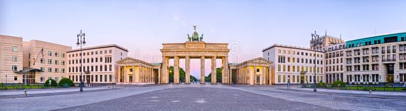 Brandenburg brama w panoramicznym widoku, Berlin, Niemcy zdjęcie royalty free