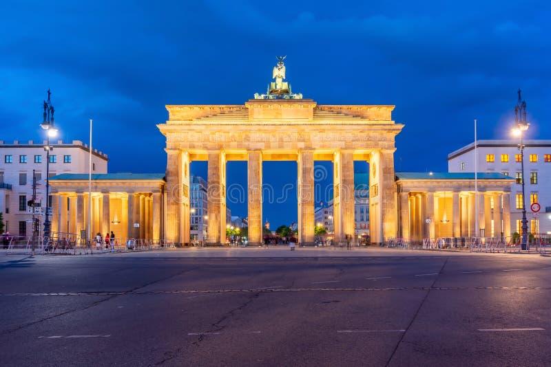 Brandenburg Gate Brandenburger Tor τη νύχτα, Βερολίνο, Γερμανία στοκ εικόνα