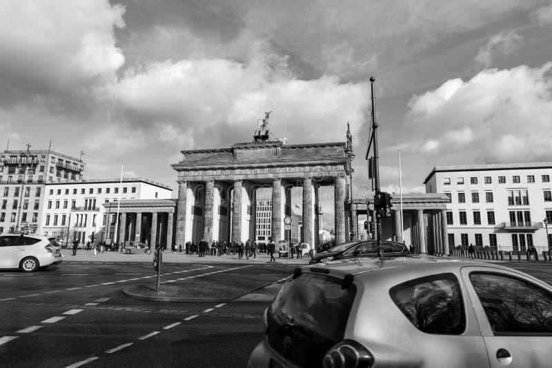 Brandenburger Tor Traffic arkivfoton