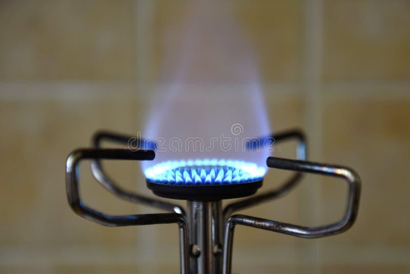 Brandende blauwe vlam stock afbeeldingen