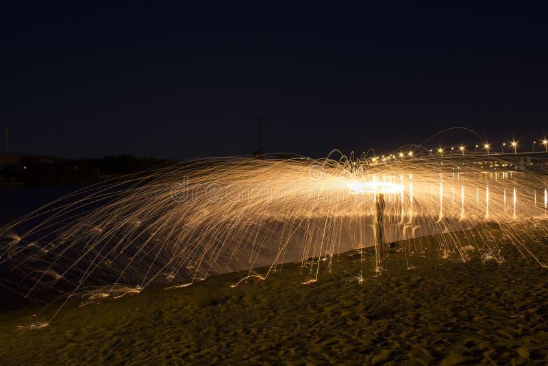 Brandende metaalwol stock afbeelding