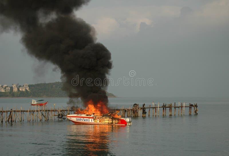 Brandende motorboot royalty-vrije stock foto's