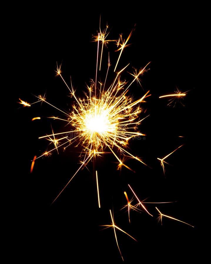 Brandende sterretjes die op zwarte achtergrond worden geïsoleerd stock fotografie