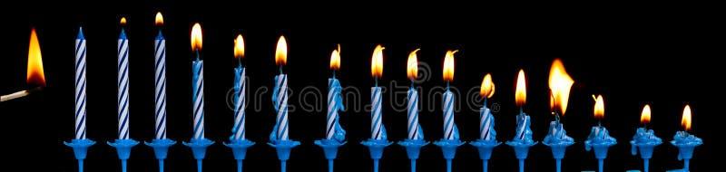 Brandende verjaardagskaarsen royalty-vrije stock afbeelding
