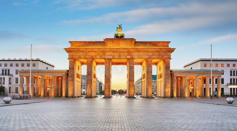 Branderburger torBrandenburg port i Berlin, Tyskland arkivfoton