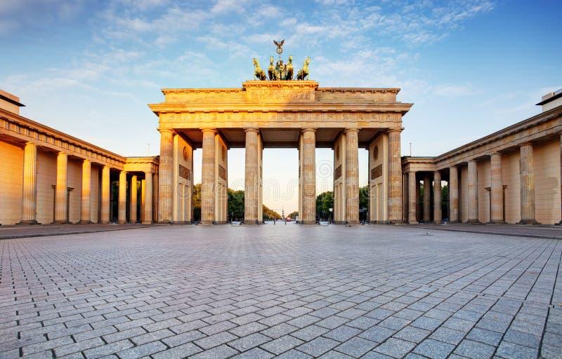 Branderburger torBrandenburg port i Berlin, Tyskland arkivbild