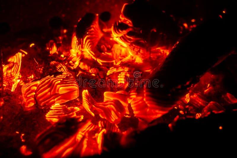 Brandhintergrund bei der Verbrennung von Holzkohle stockfoto