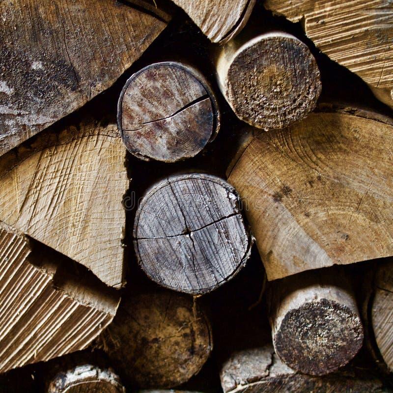 Brandhout in de woodpile winter royalty-vrije stock afbeeldingen