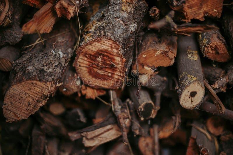 Brandhout, voor brand, in een vlakke stapel wordt gestapeld die Muurbrandhout royalty-vrije stock afbeelding