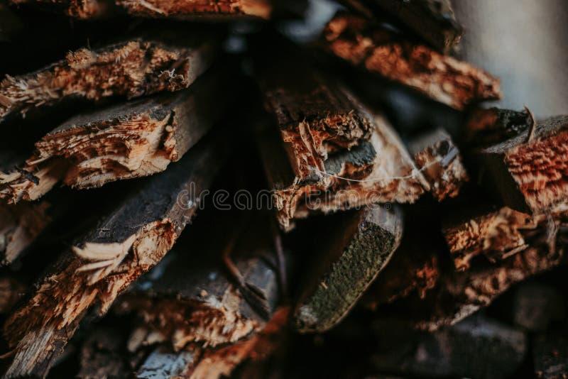 Brandhout, voor brand, in een vlakke stapel wordt gestapeld die Muurbrandhout royalty-vrije stock fotografie