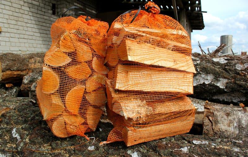 Brandhout in zakken stock fotografie