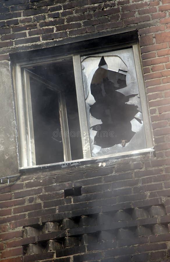 brandhusfönster royaltyfria bilder