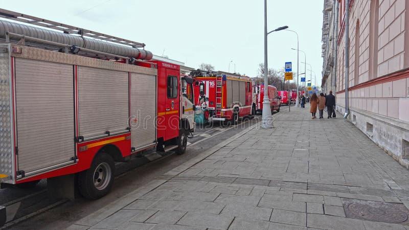 Brandlastbilar på gatan fotografering för bildbyråer