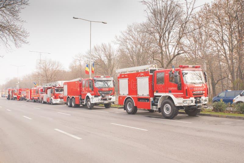 Brandlastbilen rusar på arkivbild