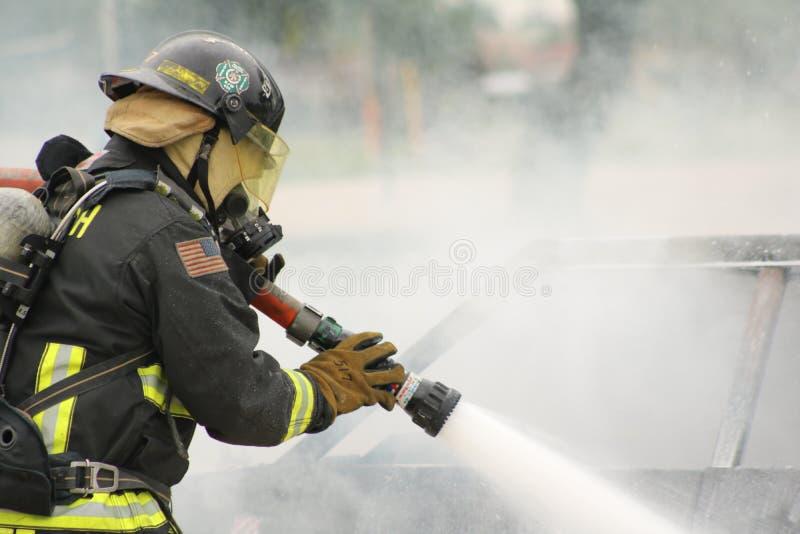 Brandman i handling royaltyfria bilder