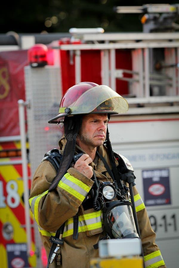 Brandman på arbeten arkivbilder