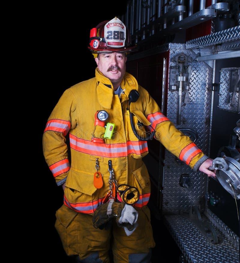 Brandman Portrait i deltagandekugghjul arkivfoto