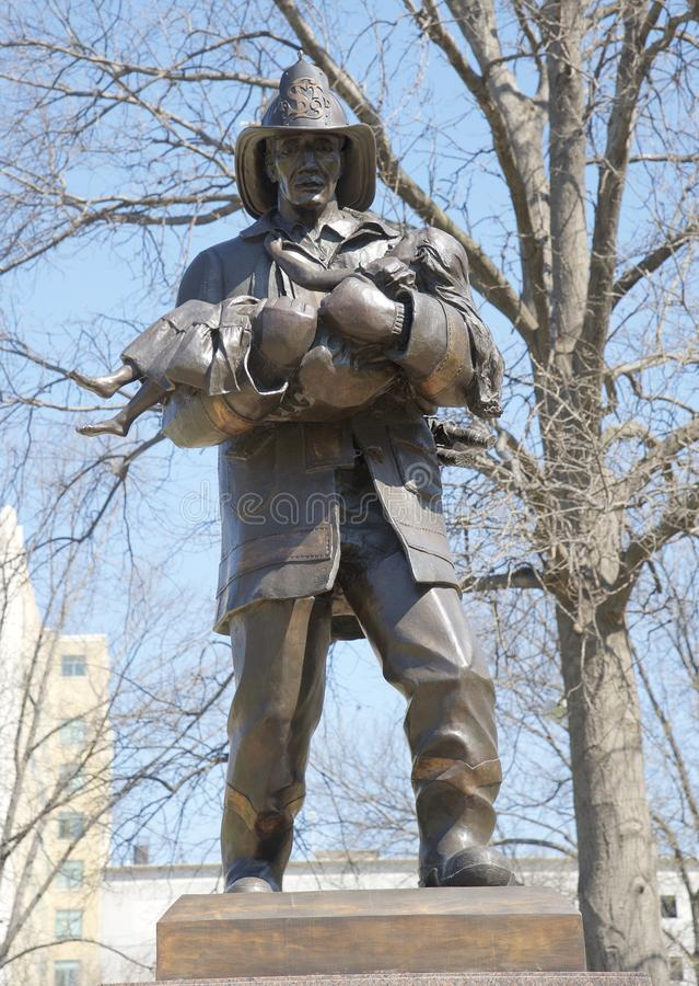 Brandman Tribute Statue St Louis royaltyfria bilder