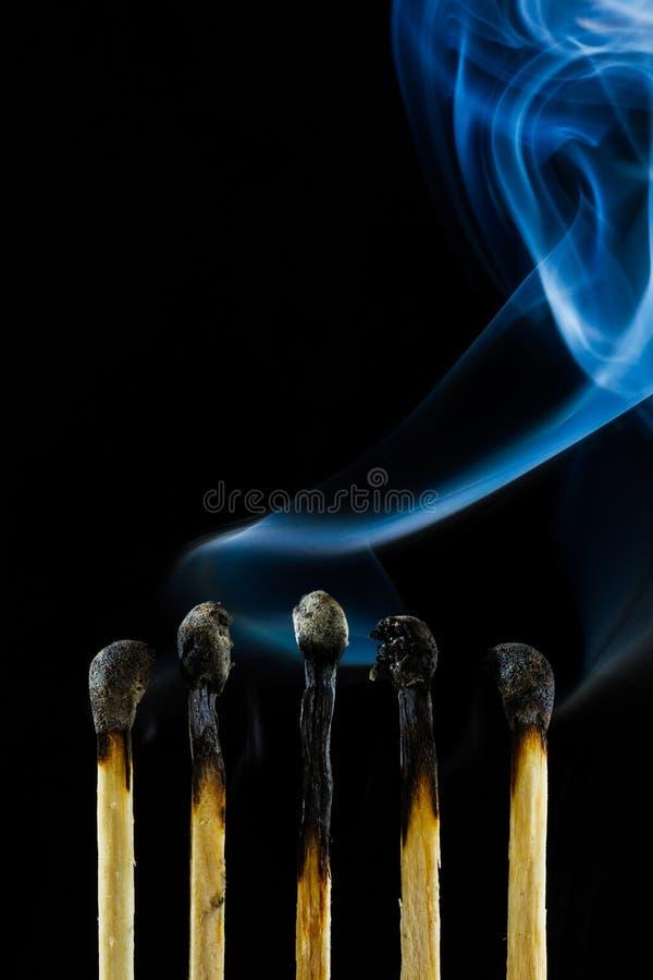 Brandmatch mit Rauche stockbilder