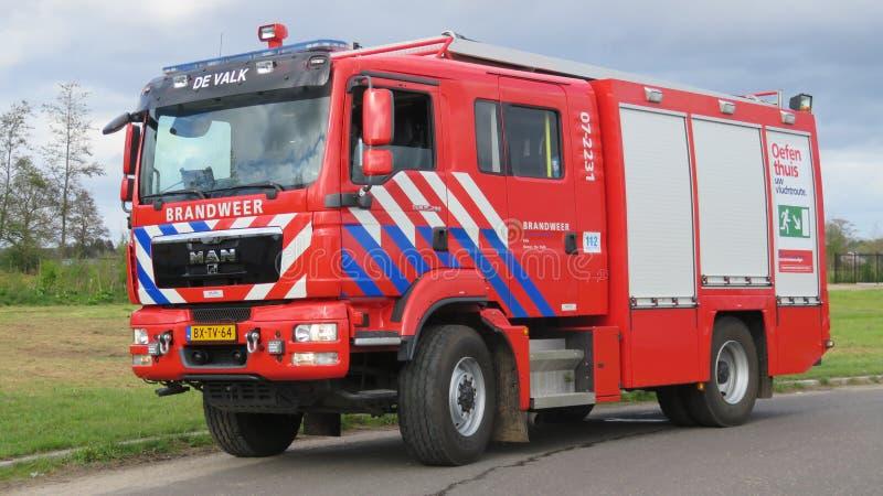 Brandmotor av den holländska brandkåren arkivbilder