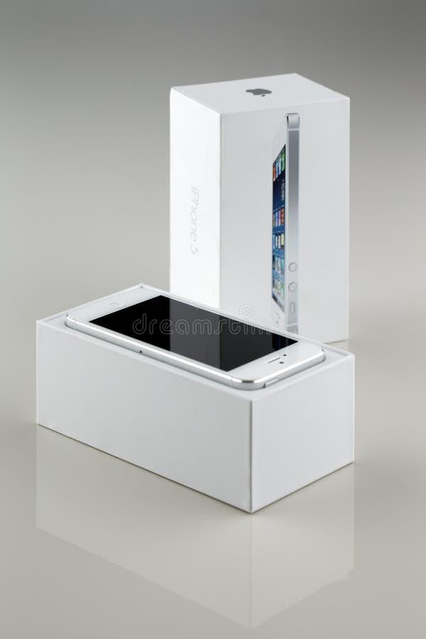 Brandnew biały Jabłczany iPhone 5 w pudełku fotografia royalty free