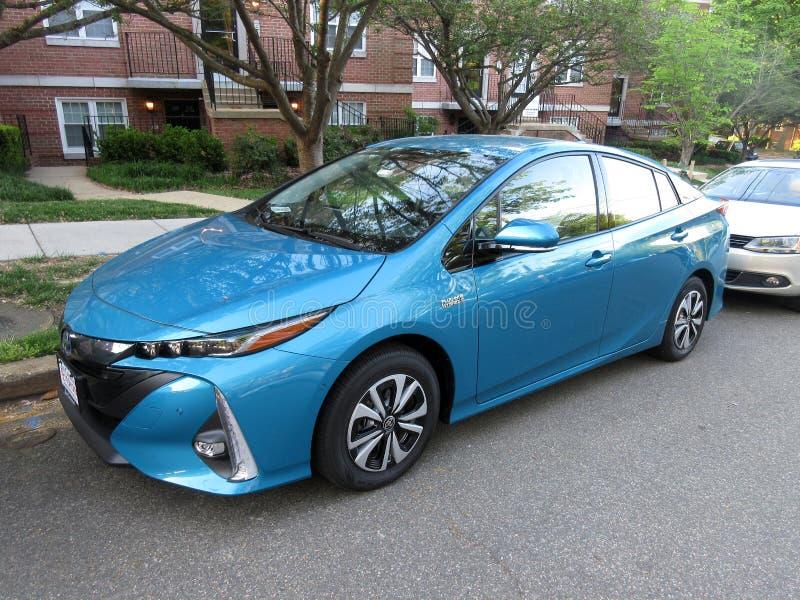 Brandnew Turkusowy Toyota Prius Czopuje wewnątrz Hybrydowego samochód fotografia royalty free