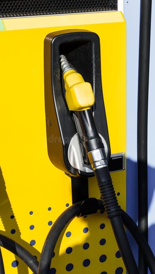 Brandstofpijp in Benzinestation stock afbeelding