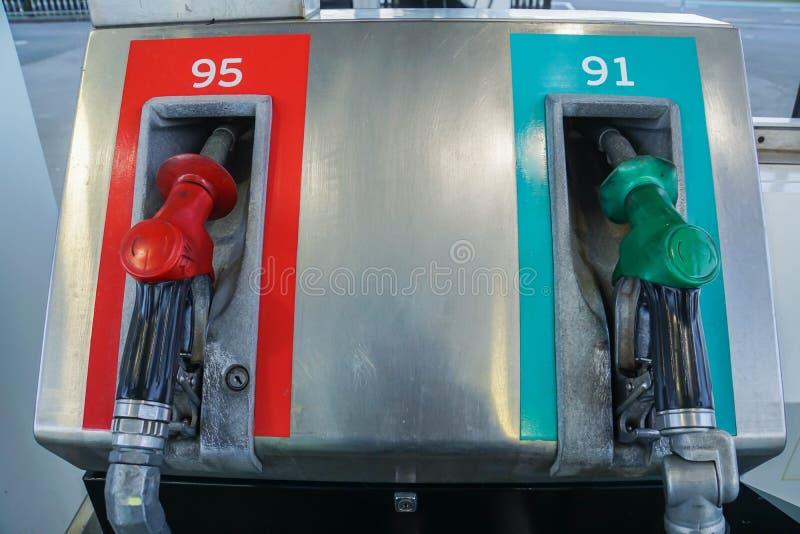 Brandstofpijp voor gasohol 91 en 95 in benzinepost royalty-vrije stock fotografie
