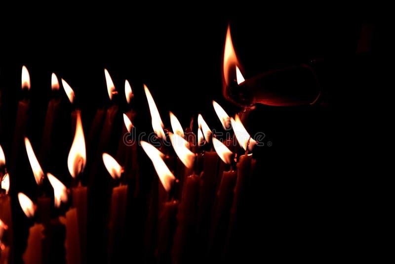 brandtransmissie de heilige brand in de tempel van Heilig begraaft, Jeruzalem royalty-vrije stock foto's