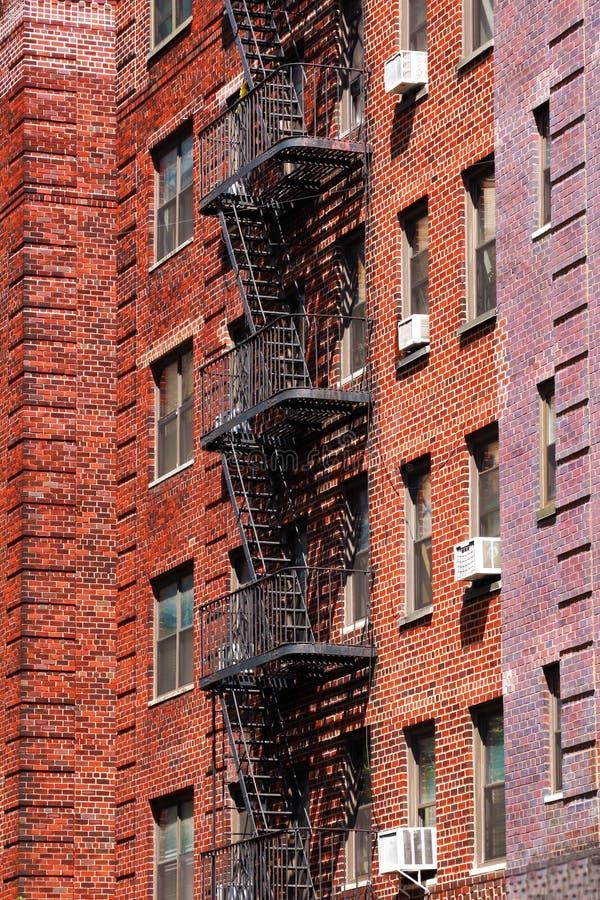 Brandtraptreden op de de bouwmuur in de Stad van New York royalty-vrije stock foto's