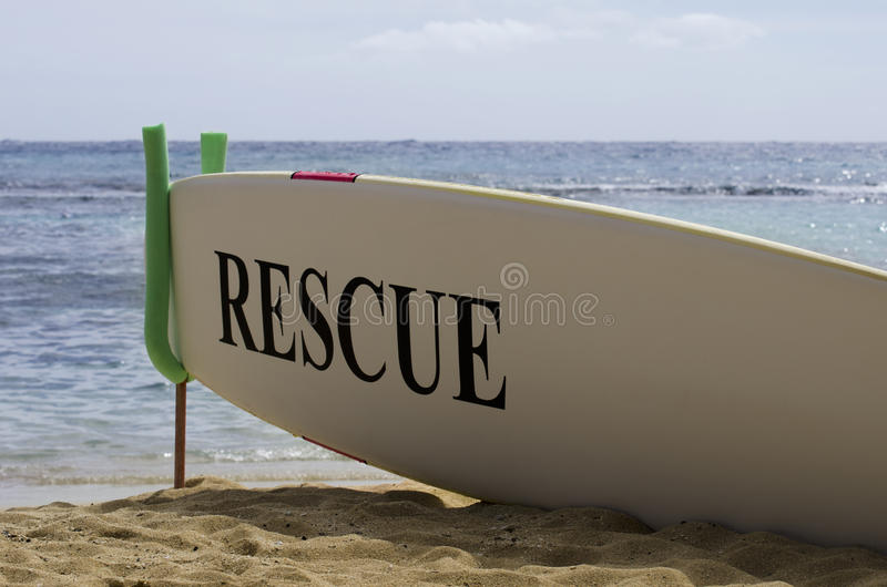 Brandung-Vorstand-Sicherheits-Konzept auf hawaiischem Sandy-Strand stockbilder