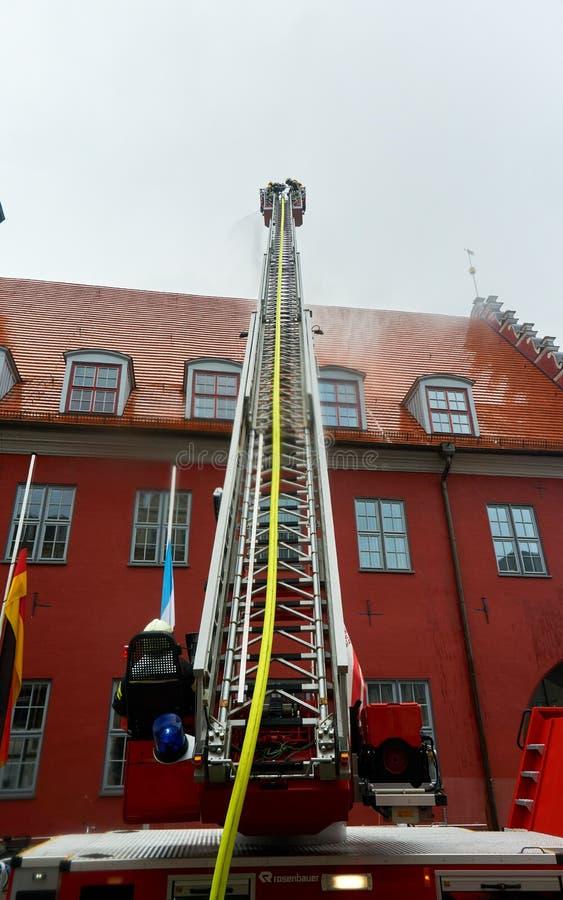 brandvechter het praktizeren redding stock afbeeldingen