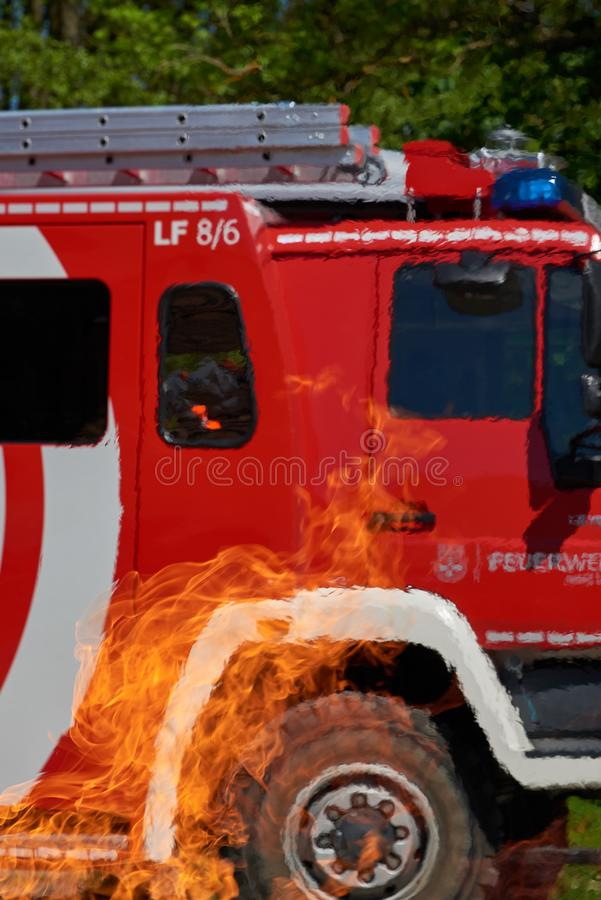 Brandvrachtwagen in gevaar stock foto's