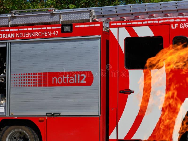Brandvrachtwagen in gevaar stock fotografie
