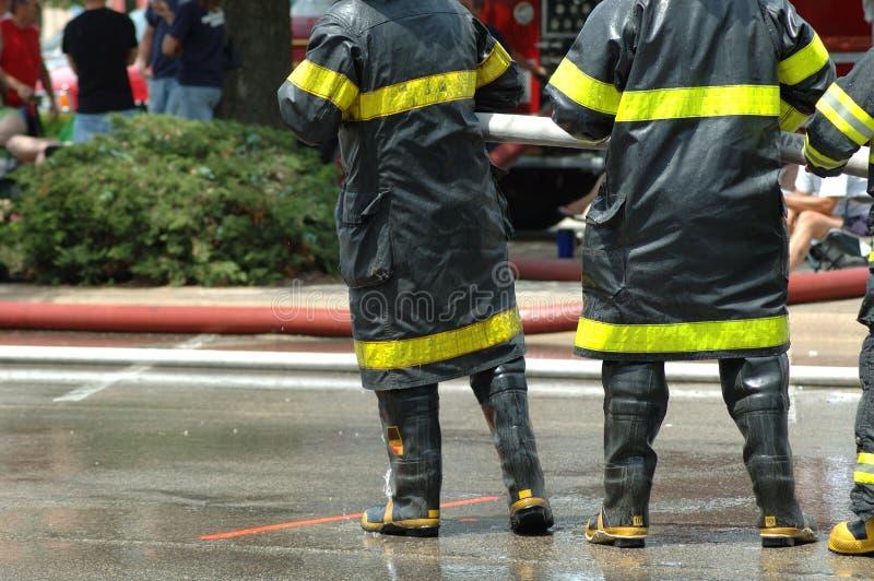 Brandweerlieden stock afbeelding