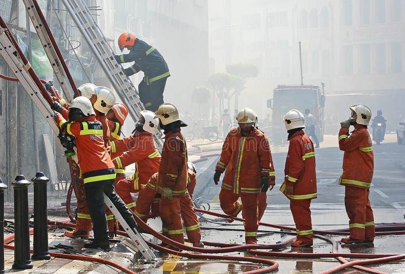 Download Brandweerlieden stock afbeelding. Afbeelding bestaande uit buiten - 283665