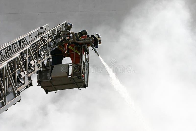 Download Brandweerlieden stock afbeelding. Afbeelding bestaande uit burning - 283675
