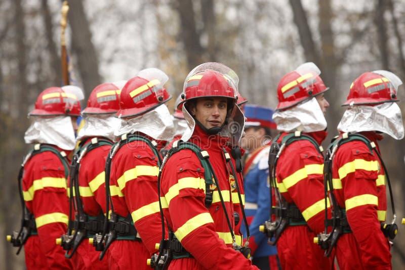 Brandweerlieden bij de parade royalty-vrije stock afbeeldingen