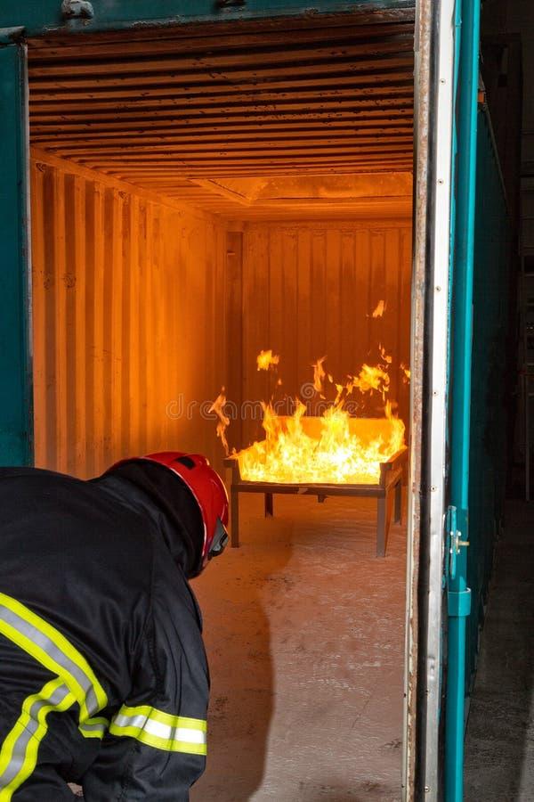 Brandweerman die - opleiden royalty-vrije stock foto
