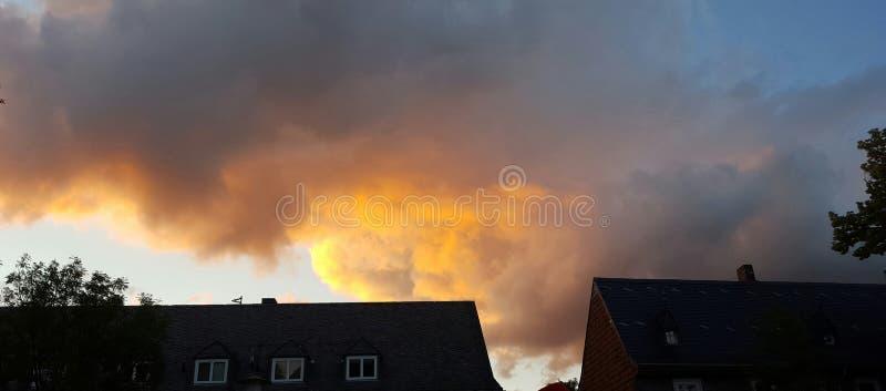 Brandwolken stock afbeeldingen