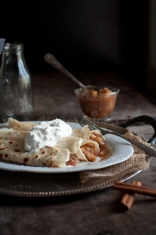 Brandy Apple Pie Crepes imagens de stock royalty free