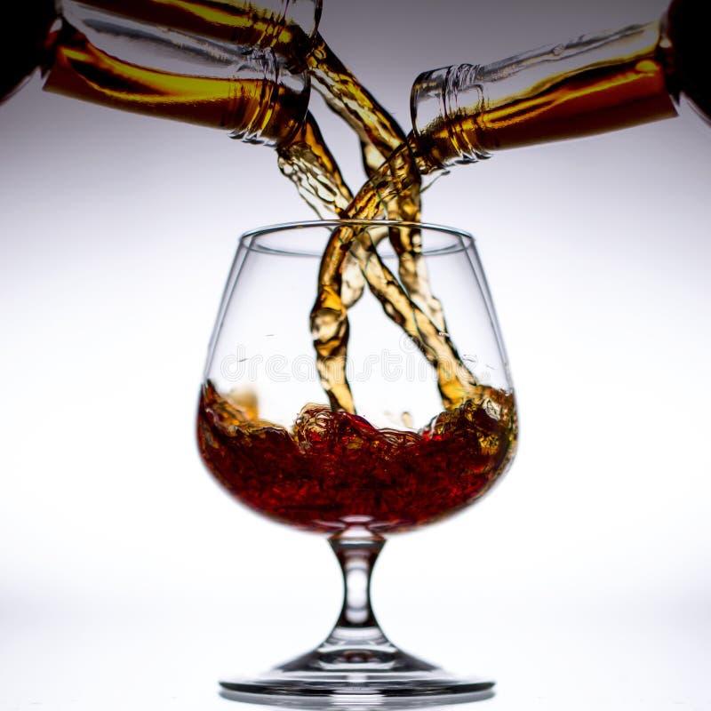 Brandy de colada en un vidrio imágenes de archivo libres de regalías