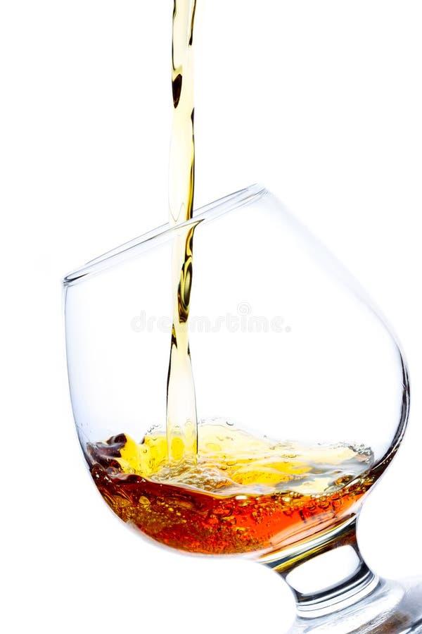 Brandy di versamento immagine stock libera da diritti