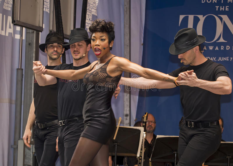 """Brandy Norwood performs at 2015 Stars In The Alley. Singer, actress, and entertainer Brandy Norwood belts out Roxy from Chicago, at """"Stars In The Alley stock photography"""