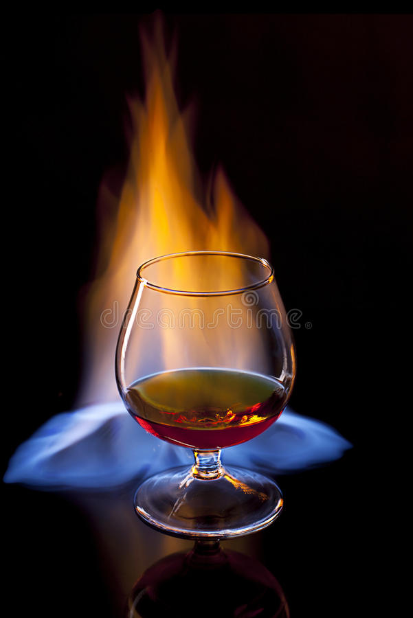 Brandy su fuoco fotografie stock