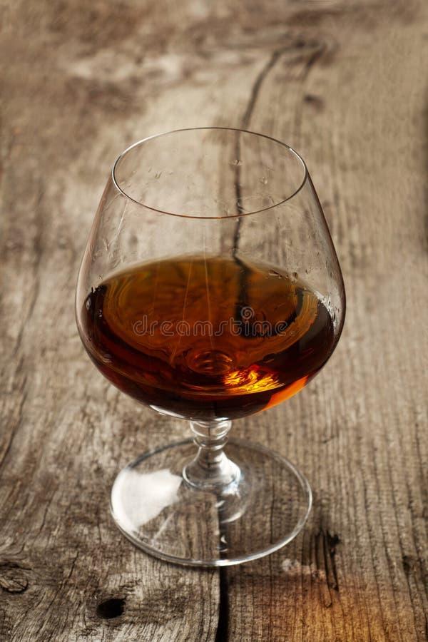 Brandy w wielkim round szkle zdjęcia royalty free