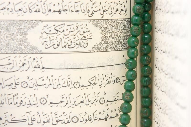 Branelli del rosario e del Quran immagini stock libere da diritti