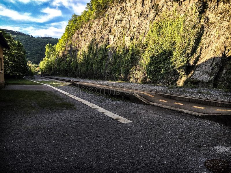Branik staci kolejowej słoneczny dzień obraz stock
