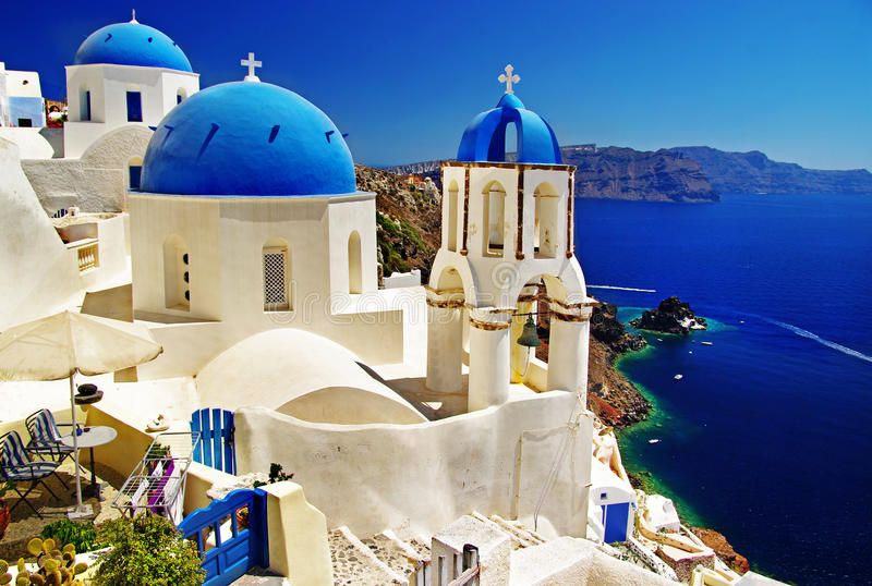 Brannte Kirchen von Santorini durch lizenzfreie stockfotos