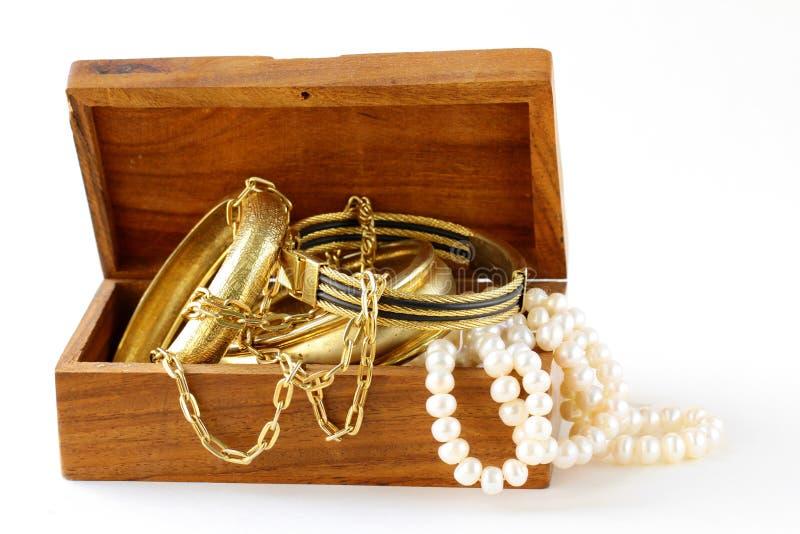 bransoletek klatki piersiowej biżuterii perły skarb obraz stock
